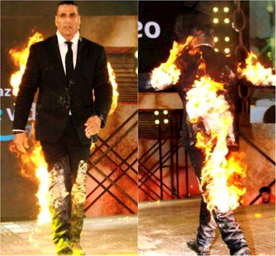 Unbelievable! Akshay Kumar sets himself on fire apparently to promote Kesari