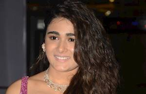 Shalini Pandey Photos Gallery